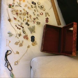 Beautiful vintage jewelry w/box